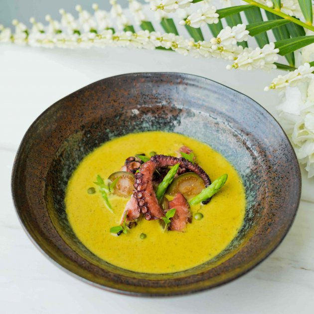 Grilled octopus green curry